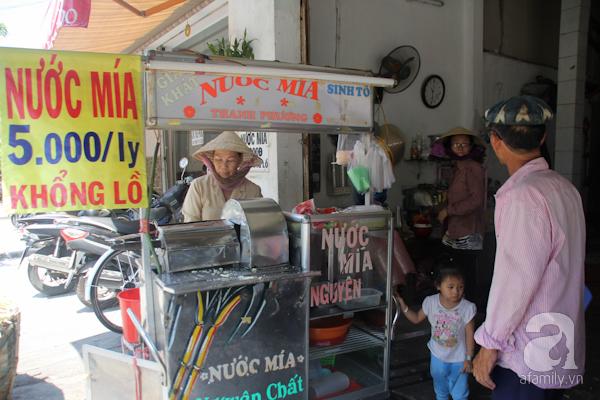 Món giải khát phổ thông của người Sài Gòn là nước mía. Từ xưa đến nay, những xe nước mía vẫn bày bán trên các con đường, ngõ hẻm của thành phố.