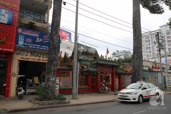 Ở nhiều nơi của Sài Gòn đều có miếu của người Hoa. Trong ảnh là miếu Bà Thiện Hậu trên đường Nguyễn Thị Minh Khai.