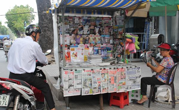 Những sạp bán báo hiện tại của người Sài Gòn không khác biệt nhiều so với trước kia.