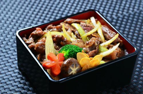 Sigure: món bò hầm với đủ hương vị gồm mặn của nước tương cùng ngọt từ bò và hành thơm, nấm hòa quyện vào nhau thơm nồng.