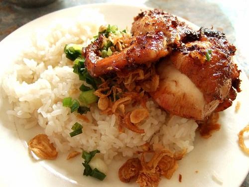 Xôi gà đầy đặn, là lựa chọn của nhiều thực khách.