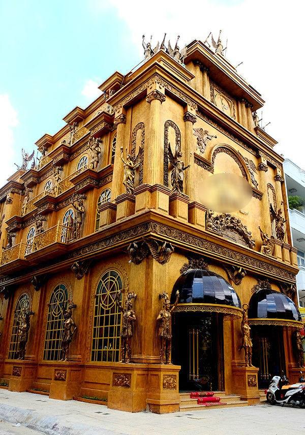 Tòa lâu đài 15 tỷ của bà Bích được xem là một công trình kiến trúc kiểu châu Âu ấn tượng và hiện đại ở Sài Gòn.