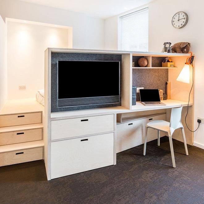 Với diện tích sàn giảm đi để thay vào đó là những nội thất đa chức năng kết hợp với nhau cho căn hộ tối giản và rộng rãi hơn.