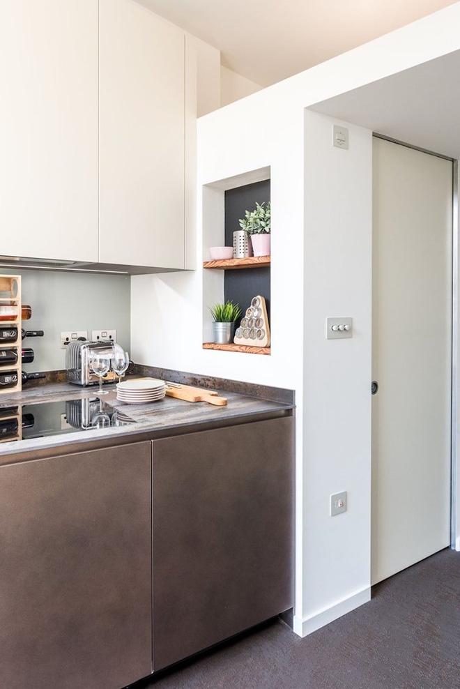 Một loạt các giải pháp thông minh đã được ứng dụng trong thiết kế cho ngôi nhà này. Chính kiến trúc sư đã chứng minh cho mọi người thấy rằng, diện tích hẹp không phải là thứ quyết định tất cả.