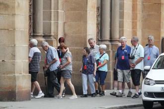 Du khách nước ngoài tham quan Nhà thờ Đức Bà ở TP HCM