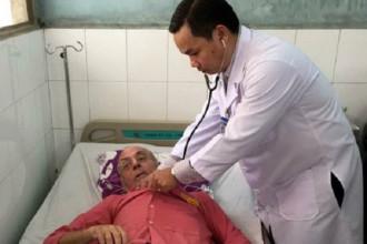 Bác sĩ khám chữa bệnh cho người nước ngoài tại Bệnh viện Đa khoa Sài Gòn. Ảnh: K.V.