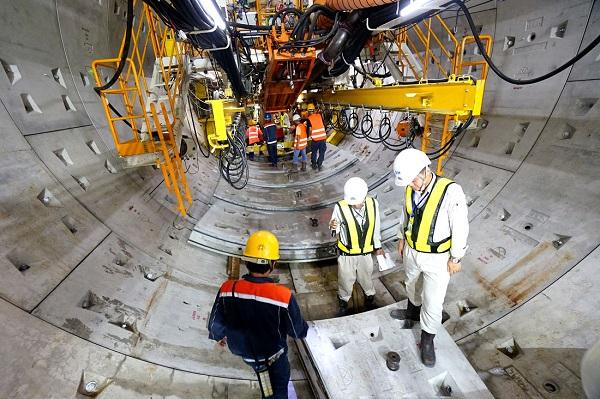 Một đoạn hầm tuyến metro Bến Thành – Suối Tiên được robot TBM khoan thành công tại nhà ga Ba Son, Q.1, TP.HCM – Ảnh: QUANG ĐỊNH
