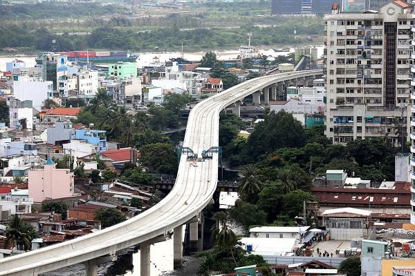 Tuyến metro Bến Thành – Suối Tiên (đoạn đi qua quận Bình Thạnh hướng về trung tâm thành phố) – Ảnh: HỮU KHOA