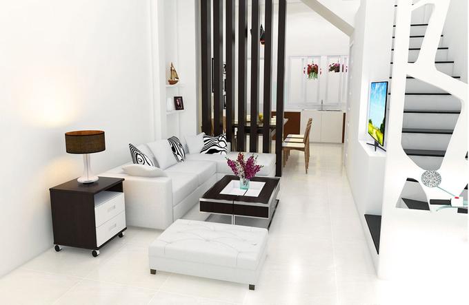 Nhà có bề ngang 4m khá hẹp nên cầu thang ở tầng một được bố trí dọc sát tường. Phòng khách phân cách với bếp ăn nhờ vách thưa.