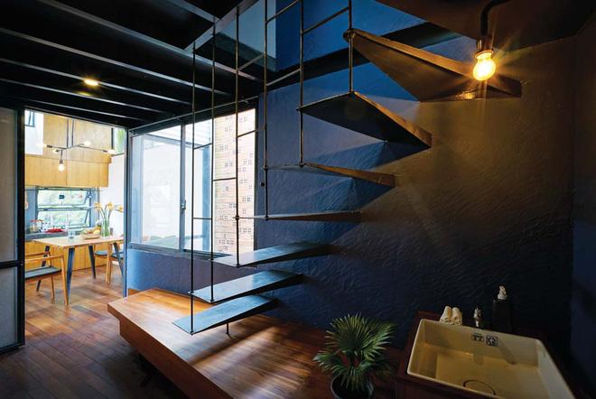 Hệ cầu thang thép thiết kế nhẹ nhàng, phù hợp với không gian.
