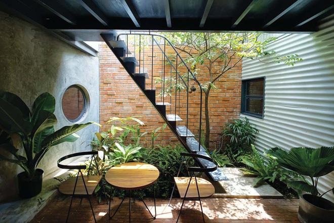 Những khoảng giếng trời được tính kĩ để đảm bảo sự thông thoáng và ánh sáng cho ngôi nhà.