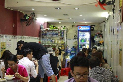 Địa chỉ: Góc ngã tư Phan Bội Châu – Lê Lợi, đối diện cửa đông chợ Bến Thành, quận 1, TP HCM.