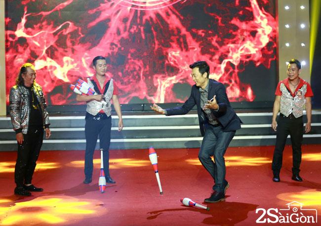 1. Van Son va Kao Long thi tai tung hung (1)