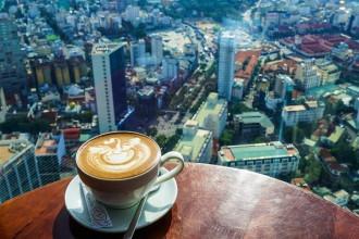 Đến Sài Gòn, đô thị sôi động bậc nhất phía nam, du khách có thể tìm thấy nhiều quán cà phê độc đáo từ quán bán ở hè phố lâu năm cho tới những địa chỉ tọa lạc trên tầng 50 của một tòa cao ốc.