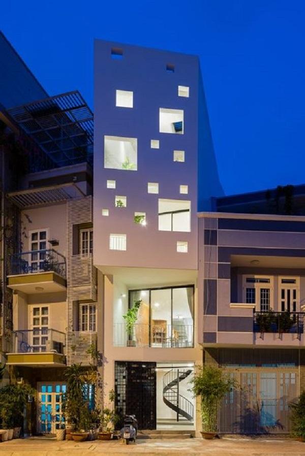 Trên nền diện tích hạn hẹp 3.5 x 9.9, nhưng dưới bàn tay thiết kế khéo léo của các kiến trúc sư Vũ Văn Minh, Phạm Hồng Đức (MD Studio), ngôi nhà ống vẫn đẹp hiện đại, thoáng mát và tiện nghi.