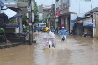 Phú Yên chìm trong nước lũ do ảnh hưởng của áp thấp