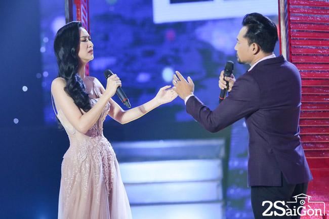 2. Ha Thu song ca cung Huynh Dong (8)
