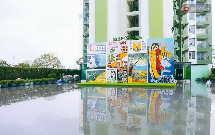 Nơi đây được trưng bày các mẫu quảng cáo ngày xưa của Sài Gòn Chợ Lớn.