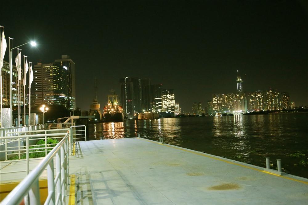 Khu vực phao nổi, lối lên xuống tàu. Sau khi vận hành kỹ thuật, tuyến buýt đường sông sẽ chính thức đi vào hoạt động từ ngày 25.11. Ảnh: Ngọc Tiến