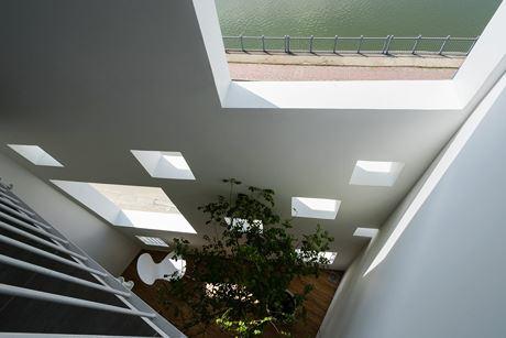 Những ô cửa như lớp đệm thông gió, giúp làm mát các căn phòng.