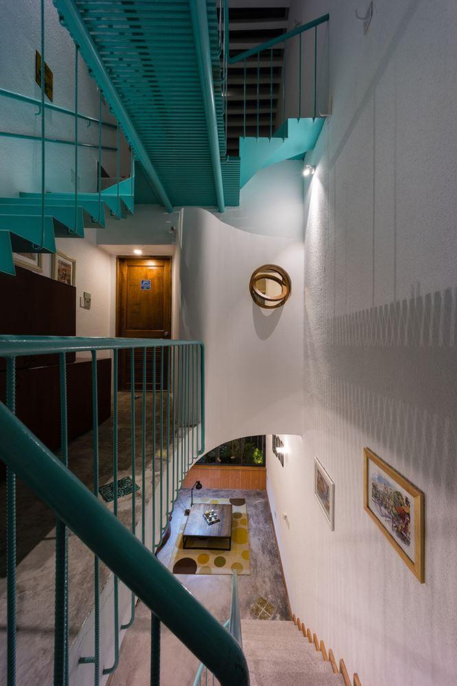 Các dãy phòng được sắp xếp dọc  theo chiều dài của căn nhà.