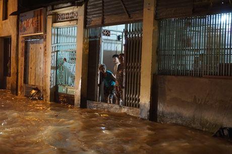 Người dân sống khu vực này cho biết đây là lần ngập nặng nhất kể từ đầu năm do triều cường.