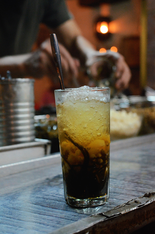 Giá trung bình cho một ly chè ở quán khoảng 20.000 đồng, tùy mỗi loại. Ly chè thập cẩm có giá 35.000 đồng. Điểm trừ của quán có lẽ là nằm bên đường, khi ăn thực khách phải trông xe cẩn thận.