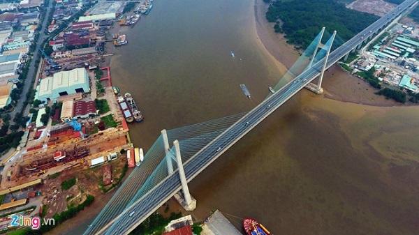 Cầu Phú Mỹ là cây cầu dây văng lớn nhất TP.HCM, bắc qua sông Sài Gòn, nối quận 2, quận 7 và quận 9.