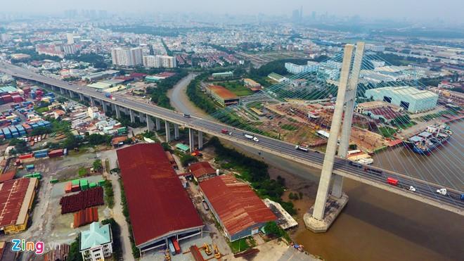 Cầu Phú Mỹ từ khi khánh thành giúp việc lưu thông trên quốc lộ 1A đoạn từ miền Bắc và miền Trung đi Đồng bằng sông Cửu Long qua địa phận TP.HCM được rút ngắn, góp phần làm giảm sự quá tải cho hệ thống giao thông Sài Gòn.