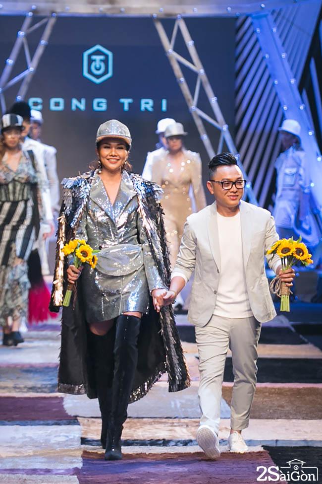 NTK C_ng Tr_ v_ Thanh H_ng k_t show ch_o kh_n gi_