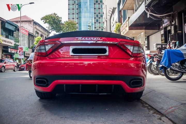 Cản sau của xe mang đậm phong cách thể thao với cụm ống xả đặt đối xứng và một bộ khuếch tán gió cỡ lớn. Hiện GranTurismo Sport đang được Maserati Việt Nam phân phối chính hãng với mức giá trên dưới 10 tỷ đồng