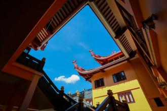 Chùa Việt Nam Quốc Tự khánh thành từ ngày 7/11 và là trụ sở mới của Giáo hội Phật giáo TP HCM, sau ba năm xây dựng. Một số hạng mục công trình trong chùa đang gấp rút hoàn thành nhằm phục vụ khách thập phương. Các hạng mục công trình đã hoàn thành gồm 5 tầng với những công năng khác nhau, như tầng hầm rộng gần 8.000 m2 dùng làm bãi đỗ xe cho khách, tầng một là nơi bố trí hội trường, tầng hai là khu văn phòng. Nổi bật là ngôi chánh điện thiết kế hoàn toàn mới, sử dụng làm trụ sở của Giáo hội Phật giáo TP HCM.