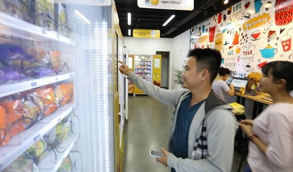 Khách hàng chỉ cần thao tác chọn sản phẩm và thanh toán hoàn toàn tự động