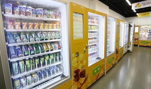Sản phẩm bán tại cửa hàng tiện lợi bước đầu là các loại thức uống, bánh ngọt và bao cao su
