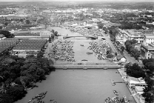 Nguyên thuỷ cầu Khánh Hội là cầu Quay. Cầu Quay, cách đó không xa là cầu Mống (Ảnh: Panoramio)