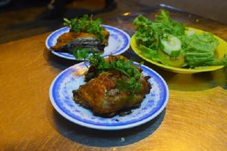 Đĩa cơm gà bắt mắt với màu vàng. Ảnh: Phong Vinh.