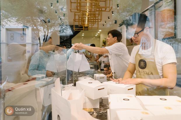 Bánh được đóng góp trong hộp trắng trang nhã