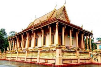 Chùa Khleang nổi bật bởi nhiều họa tiết, hoa văn tinh xảo, màu sắc sặc sỡ, mang đậm phong cách văn hóa của người dân Khmer