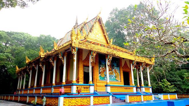 Chánh điện thờ Phật Thích Ca với lối kiến trúc độc đáo