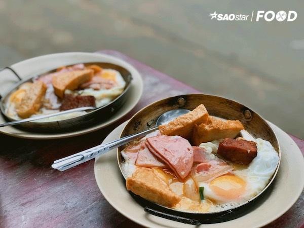 Có tuổi đời hơn 50 năm, chứng kiến biết bao đổi thay của phố phường, nhưng tiệm bánh mì này vẫn lưu giữ nguyên vẹn kí ức về ẩm thực truyền thống của Sài Gòn.