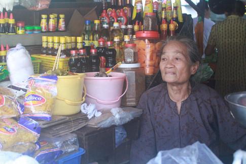 Bà Huỳnh Thị Kim nói sẽ nhớ Chợ Cũ thiệt nhiều...