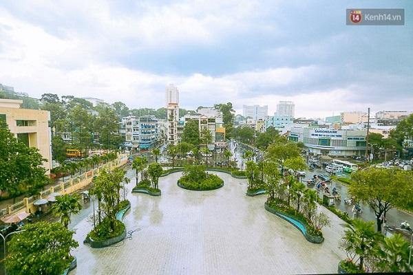 Tại tầng 3 thuộc khối đế của tòa nhà được trồng cây, tạo cảnh quan giống như công viên trong nhà.