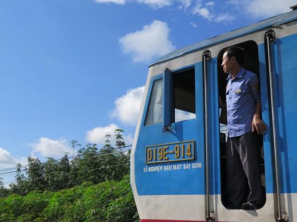 Lái tàu Nguyễn Chí Dũng trên chặng đường từ Sài Gòn ra Bình Thuận