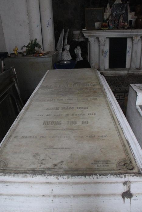 Mộ bà Lê Thị Gương, phu nhân của ông Tấn.