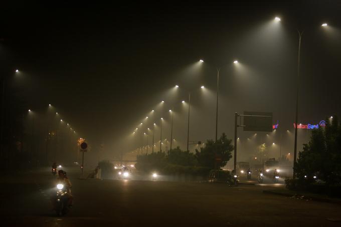 Sương mù cũng xuất hiện tại các quận Bình Tân, quận 6, 8 và 9 tối 7/11.