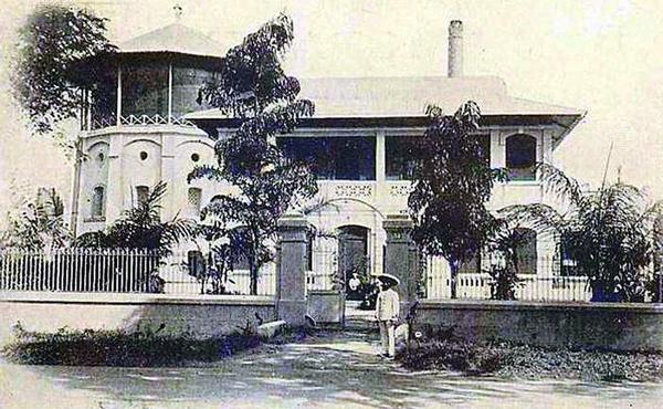 Thủy đài đầu tiên ở Sài Gòn xây năm 1886 nằm ở góc xéo Hồ Con Rùa ngày nay – Nguồn: Anhxuasaigon