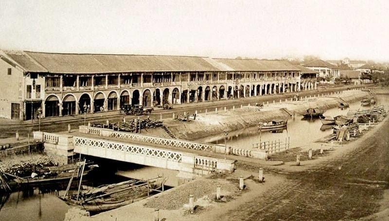 Công trường xây dựng phố Charner (1866), bây giờ là đường Nguyễn Huệ. (Ảnh: Internet)