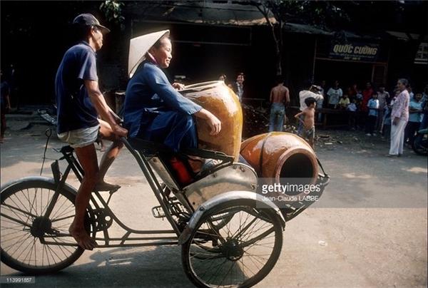 """Xích lô là phương tiện vận chuyển """"thần thánh"""" thời bấy giờ."""