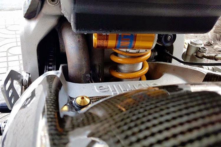 Danh sách các công nghệ hỗ trợ điện tử cho xe bao gồm kiểm soát vận hành APRC (Aprilia Performance Ride Control) với kiểm soát lực kéo Traction Control, kiểm soát bốc đầu Wheelie Control, kiểm soát khởi động Launch Control và sang số nhanh Quick Shift. Tất cả kết hợp với kiểm soát bướm ga Ride by Wire cùng nhiều chế độ chạy.