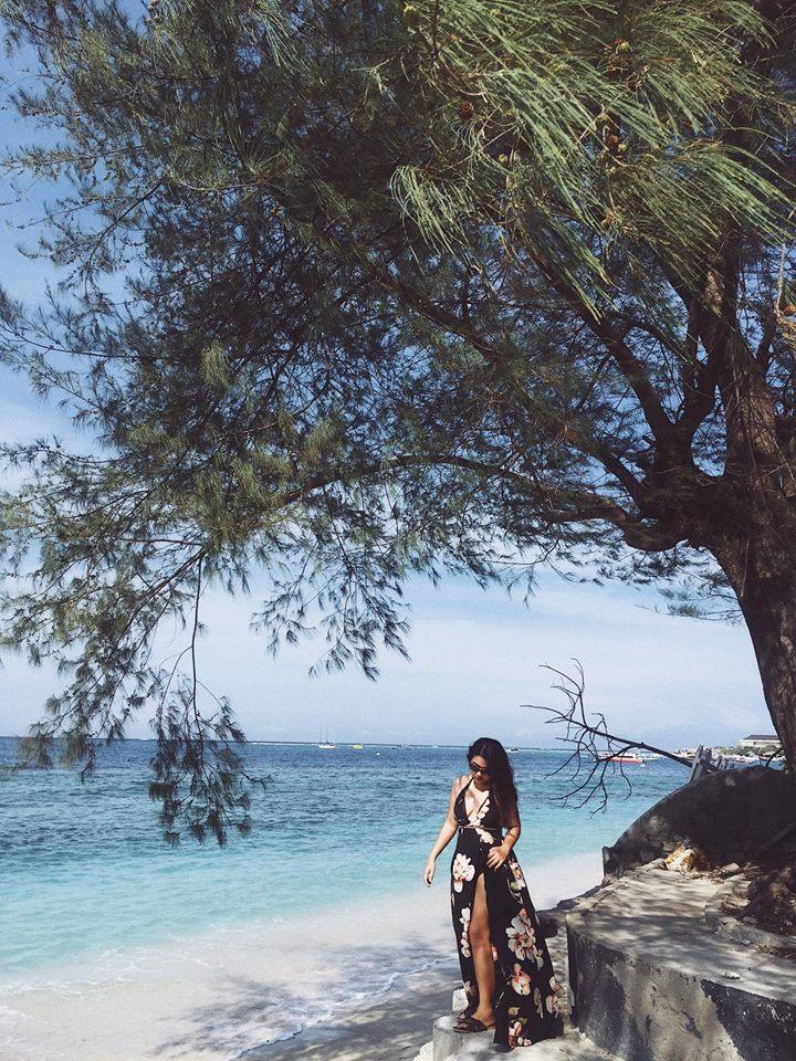 Nước biển Bali xanh ngắt